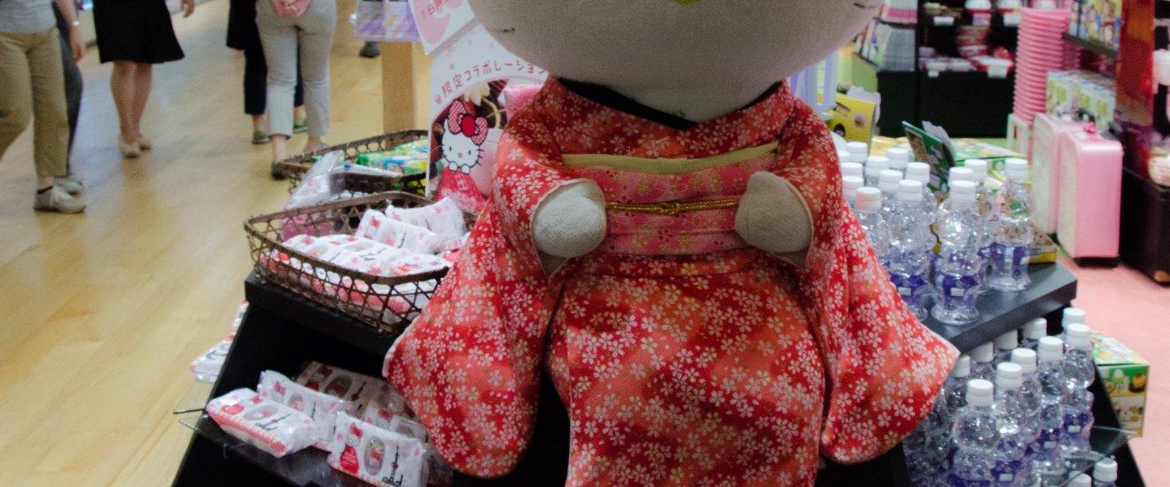 Belanja Suvenir di Toko Hello Kitty. Tax Free!
