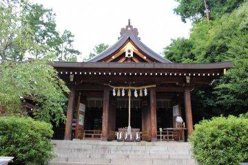 <p>The main hall of Asuka Niimasu Shrine</p>