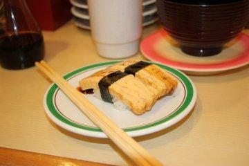 <p>Суши с омлетом</p>