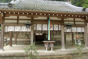 <p>The donation box, bell pull and gate to the main shrine in the background</p>