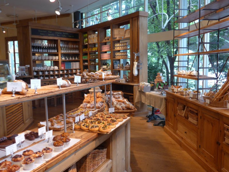 <p>Lots of bread, pastries and drinks are available for take away at the front.&nbsp;</p>