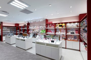 <p>Laox main store in Shinjuku:&nbsp;Hair Care and Beauty Products</p>