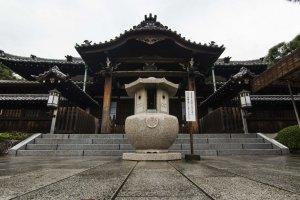 المعبد من الداخل
