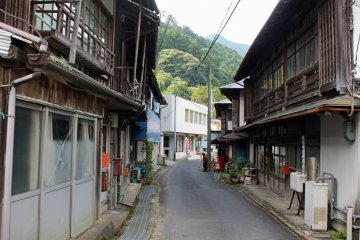 <p>The main street of Kashiwagi in Kawakami-mura</p>