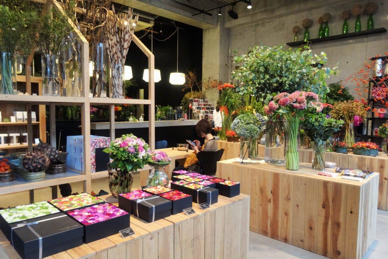 The flowery interior of the Nicolai Bergmann Nomu Cafe