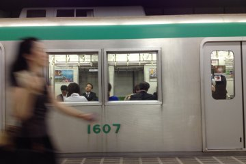 <p>Go with the flow and take a subway with the locals and avoid the crowded buses to Nijo or Sanjo</p>