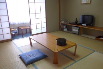 <p>This Japanese-style room is simple but comfortable.&nbsp;</p>