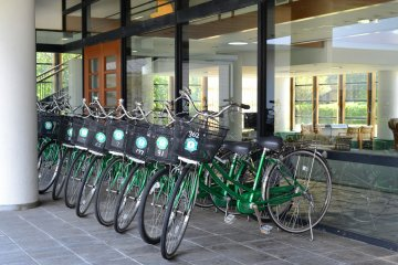 <p>Many rental bicycles are available just outside the hotel lobby.</p>