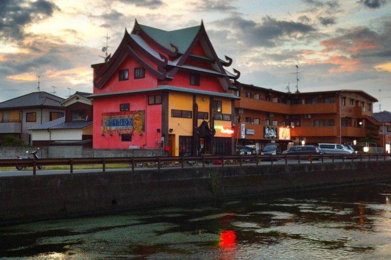 ร้านอาหารไทยโฟร์ซีซั่น