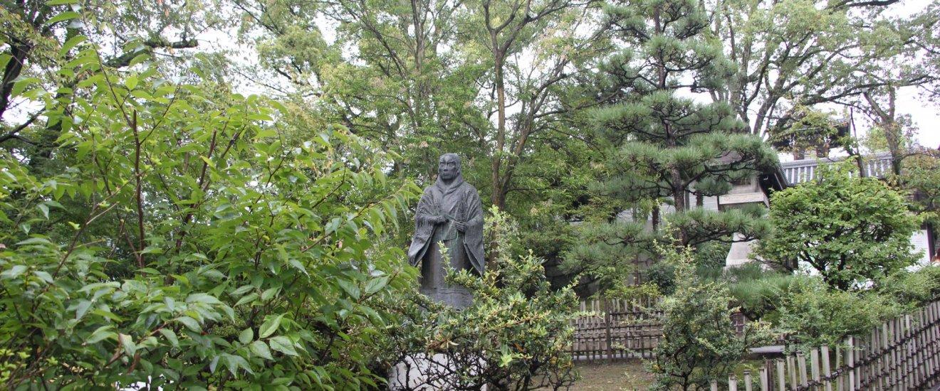 Памятник учителю Синран Сёсин