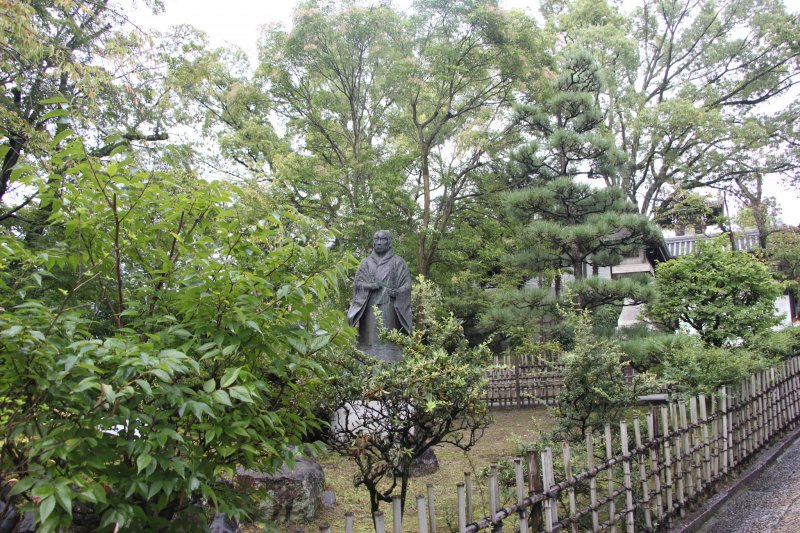 <p>Памятник учителю Синран Сёсин</p>