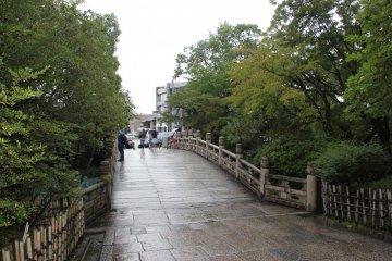 <p>Мост, ведущий к мавзолею</p>