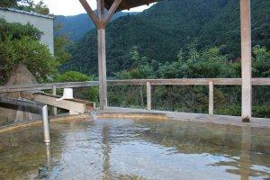The outdoor cedar wood bath at Sugi no Yu Hotel