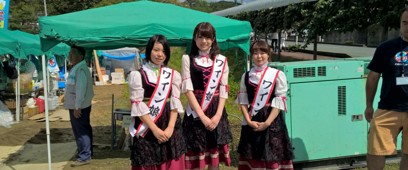 Bavarian looking girls greeting customers at the 46th annual wine festival