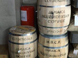 Бочки с дорогими кофейными зернами с Ямайки