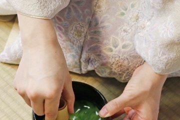 <p>Whisking powdered green tea in Tea Ceremony Koto</p>