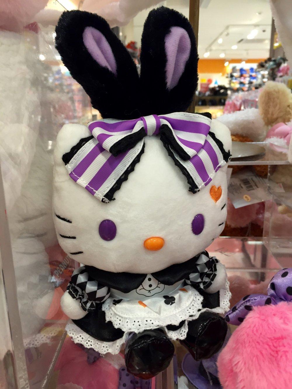 Hello Kitty замаскировалась под зайчика-горничную?