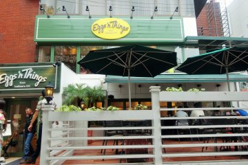 <p>The exterior of Eggs &#39;n Things in Harajuku</p>