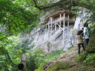 Sanbutsu-ji