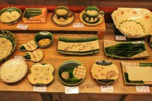 Dilantai atas anda akan menemukan berbagai macam tembikar