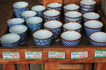 <p>Teacups with classical Japanese designs</p>