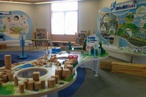 Ruang bermain bagi anak-anak di lantai 2