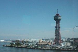 Cảng Fukuoka, ảnh chụp trên chuyến bus đến Kumamoto.