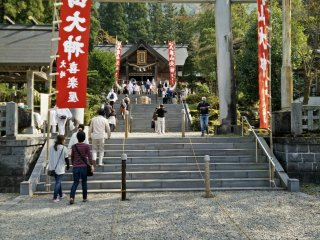 The fire makes its way from the shrine to the main fire