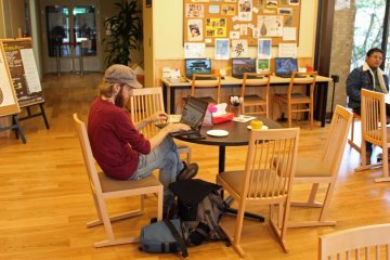 <p>A traveler takes advantage of the Visitors Center&#39;s freeWi-Fi</p>