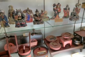 Inside the folk museum there are traditional utensils and dolls from Togakushi villages
