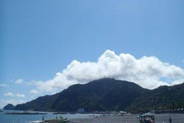 Mochimune Beach: Nestled Away