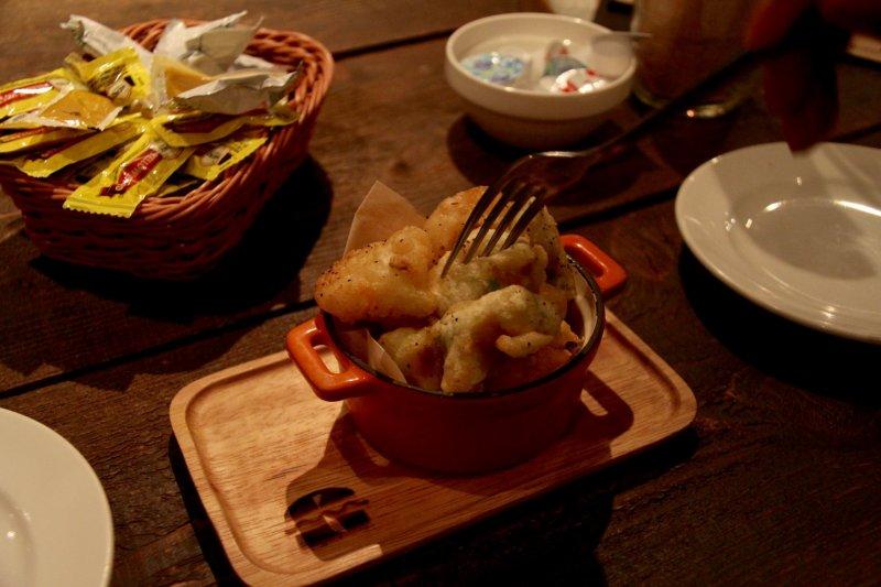 <p>Fried shrimp and avocado, a delicious combination</p>