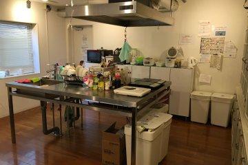 <p>Shared kitchen, very cozy</p>