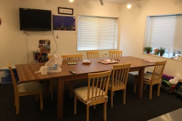 <p>Shared dining area, also cozy</p>