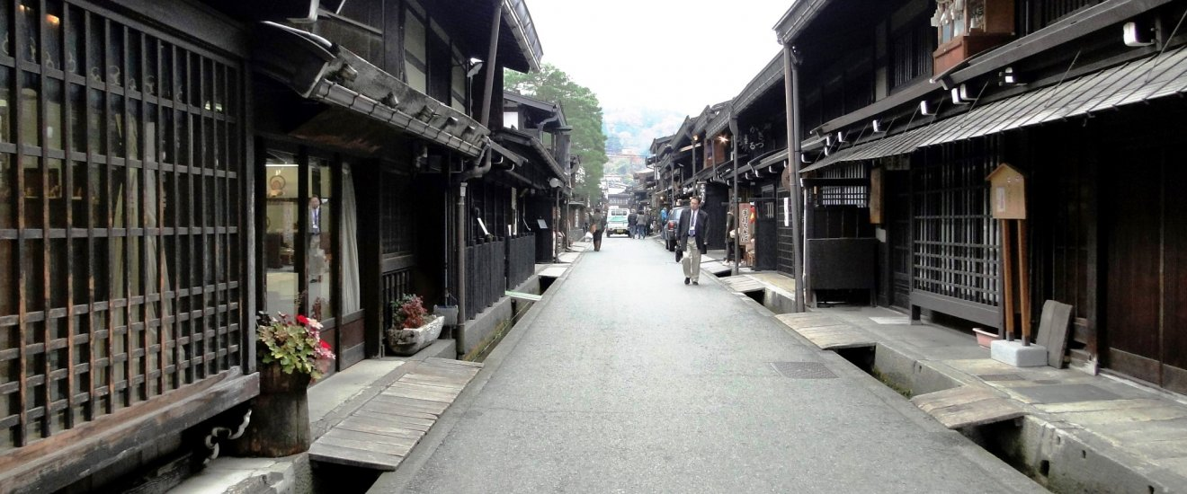 The streets of the Sanmachi area in Takayama