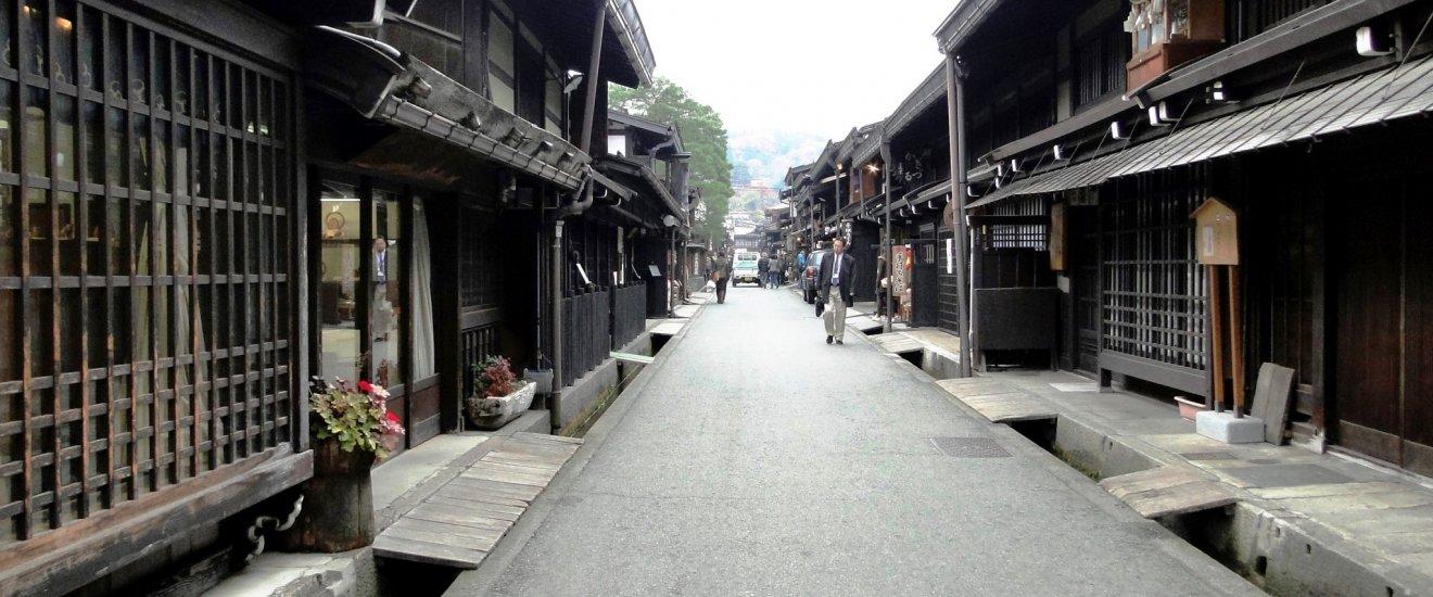 The streets of the Sanmachi area in Takayama