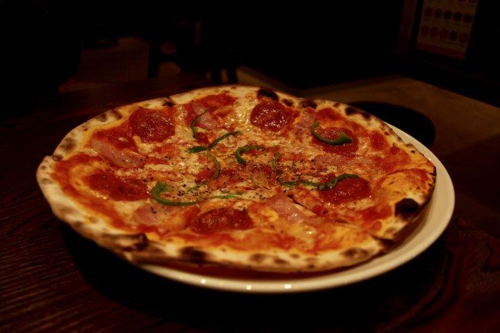 Pizza ¥500 Restoran Cona