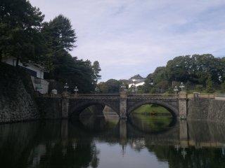 ฟุชิมิ ยะกุระและสะพานนิจุบะชิ