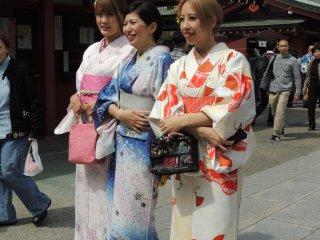 Japonaises en kimono