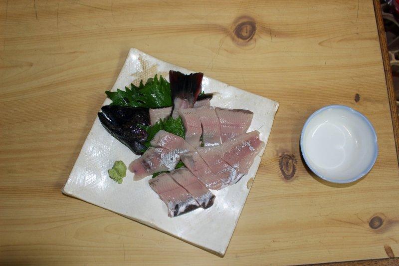 <p>Tank to table: less than 5 minutes. My plate of November amago sashimi, a very reasonable ¥1,050</p>