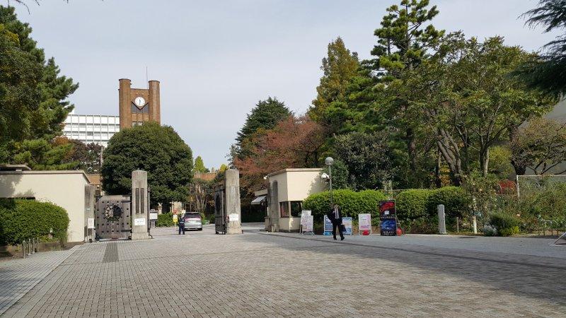 <p>도쿄대학 코마바 캠퍼스의 정문</p>
