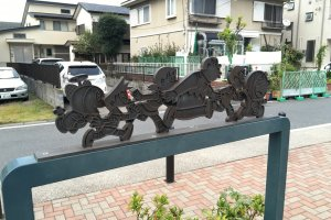 You can find these decorative sign-boards while walking to the museum from Mukogaokayuen Station along the canal.