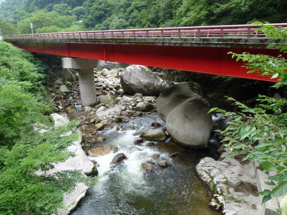 สะพานข้ามกระแสน้ำเชี่ยว