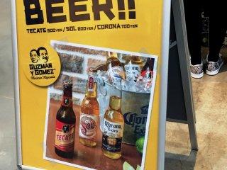 Вы также можете выпить мексиканского пива (на кассе есть также вездесущее крафтовое Cervesa de los Muertes)