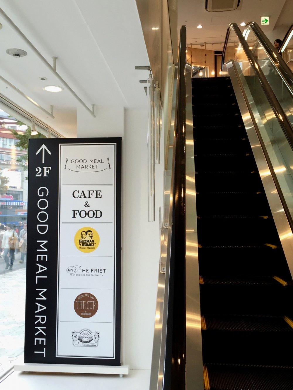Он находиться на втором этаже Laforet Harajuku