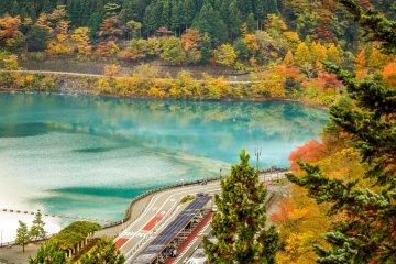 <p>Close to this lake&#39;s northern shore is the Mizu no Midori no Fureaikan (Water museum)&nbsp;</p>
