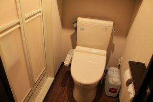ทุกห้องจะมีห้องน้ำทำอัตโนมัติ