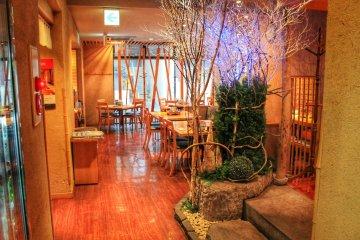 The appealing interior of Ichiniisan in Tenmonkan