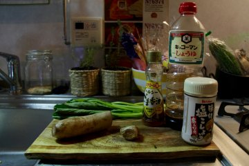 <p>Ingredients for renkon with komatsuna and ginger</p>