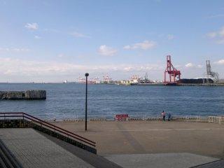 Teluk Osaka yang tenang dan cantik